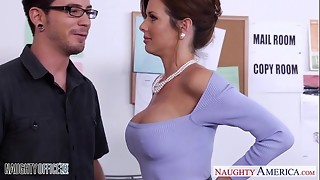 Stockinged Veronica Avluv plow in the office