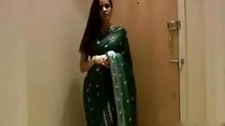 Indian Stunner Jasmine Sari Hookup