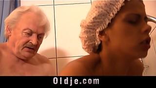 Granddad ravages molten suntanned nubile under bathroom