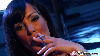 Mummies Julia Ann and Lisa Ann girl/girl hook-up session