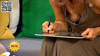 Marlene Lufen zeigt tiefen Ausschnitt- mega downblouse