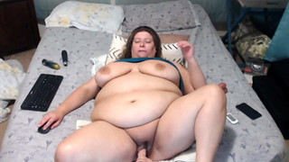 Sloppy chatting Plus-size gets smashed by high speed machine