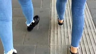 femmes in cock-squeezing blue denim