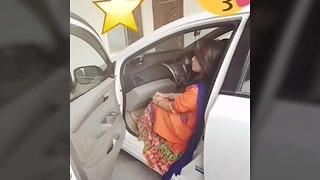 Pakistani Pindi gal Anum Shehzadi bare undress vid Scandal