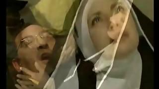 Freira italiana sendo fudida no convento