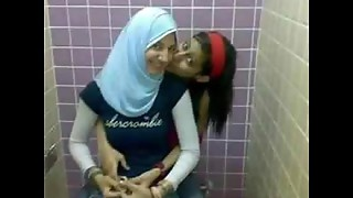 مولات الخمار    Arab girl/girl enjoy