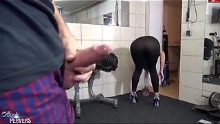 Bateu vendo a treinadora e comeu ela e recebeu um boquete