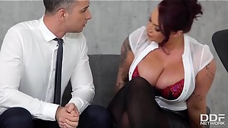 Huge-boobed Readhead Harmony Reigns Pounds Her Empolyee