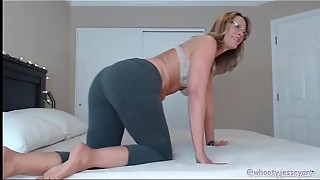 Cougar Camgirl In Yoga Trousers