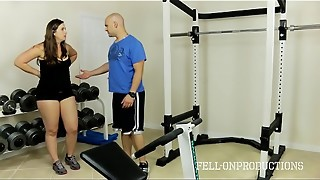 Exercise Stepmom'_s Super-steamy Raw Vagina in Gym