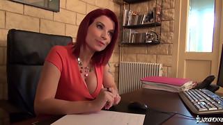 La Cochonne - Julie Valmont la cochonne baise pendulous un entretien - French