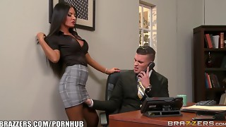 Elicia Solis gets some office pulverizing - Brazzers