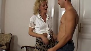 Torrid Kinky Milf Tempts Youthful Fellow