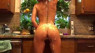 Riley Reid does the dishes nude
