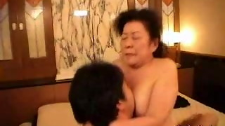 Chinese grandmother lovin� hump