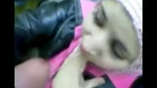 Arab chick in hijab blow-job