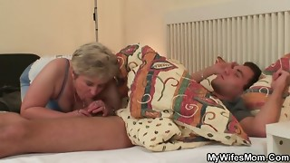 Sausage thirsty grannie pummels her sonnie in law