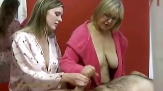 Aged massagist helps younger massagist in wanking off a