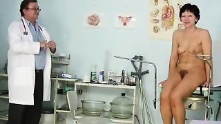 Unshaven housewife Eva visits obgyn doctor fuck-hole inspection