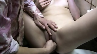 Bf inserts 4 thumbs in my humid muff noisy climax