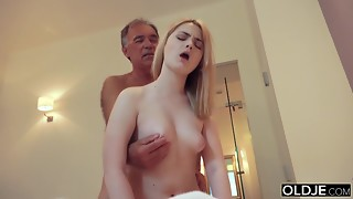 Legitimate yo woman smooching and pokes her step father in bedroom