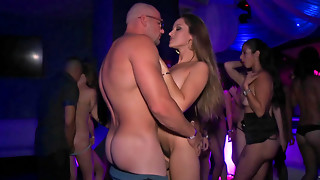 Super-steamy Yankee fuckslut gets pulverized firm at the soiree